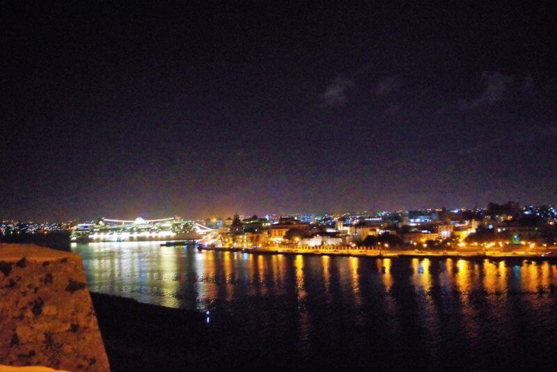 カバーニャ要塞夜景
